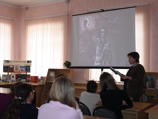 Литературный час «Человек – это звучит гордо» прошел в детском отделе библиотеки Морозовска