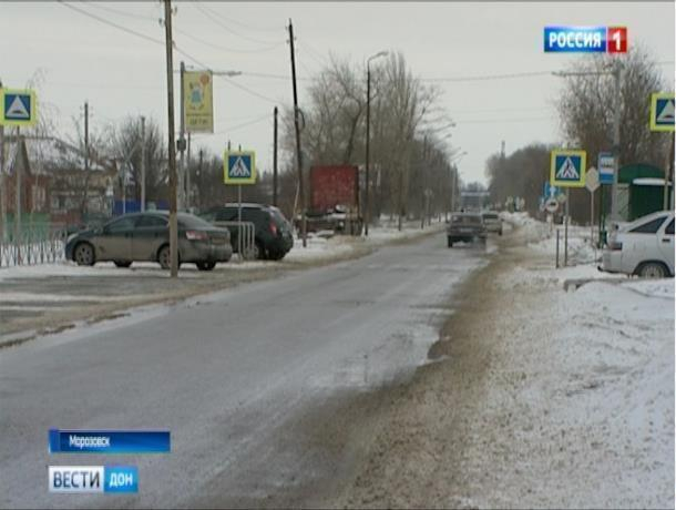 Травмоопасные дороги Морозовска показали по региональному телевидению
