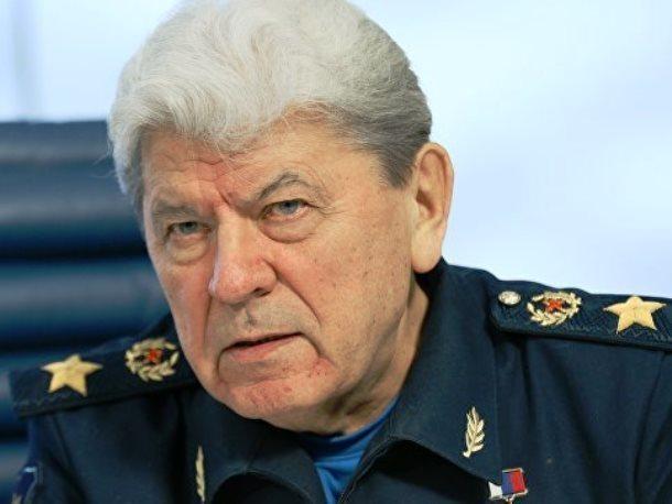 Родившийся в Морозовске 79-летний летчик-испытатель выполнил пилотаж на авиашоу «Форсаж-2017»