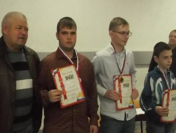 Высочайший класс показали морозовчане на областном турнире по шахматам памяти Виктора Толстова