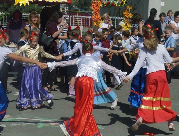 Весело и шумно прошла традиционная осенняя ярмарка в лучшей казачьей школе России