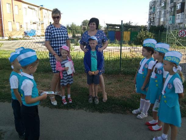 Команда ЮПИД «Зелёный огонёк» вспоминала ПДД вместе с родителями и воспитателями