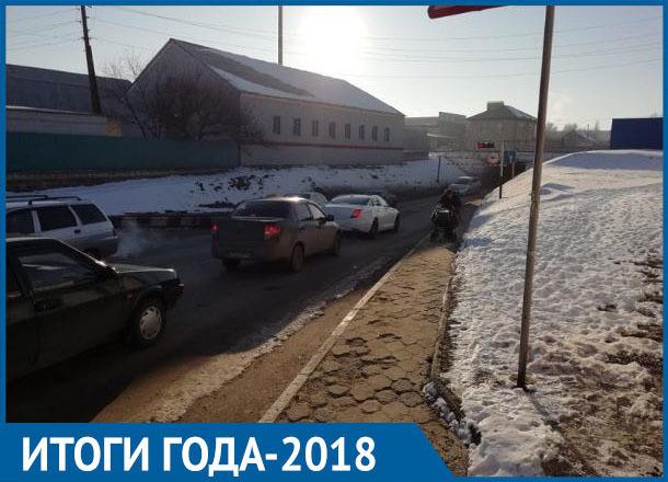 Плохой асфальт и загруженность остались самыми актуальными проблемами дорог в Морозовске: итоги 2018 года