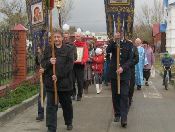 Праздничный крестный ход прошел в Морозовске в честь Дня Казанской иконы Божьей Матери