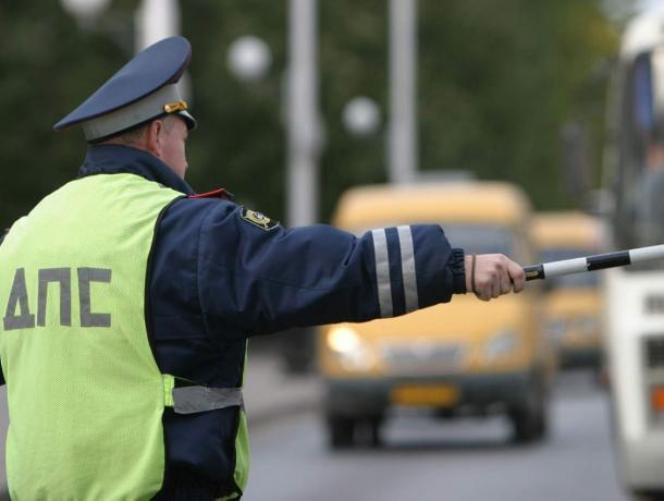 «Встречная полоса»: сотрудники ГИБДД Морозовского района выявят нарушителей