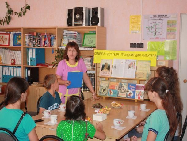 Громкие чтения по сказке «Мороз Иванович» организовали для детей в детском отделе имени Крупской
