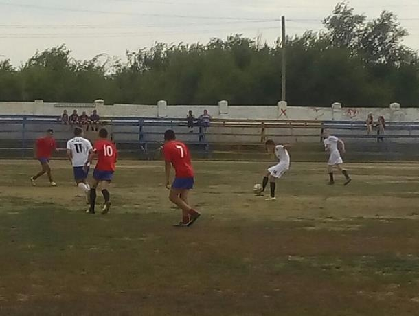 Две футбольные команды Морозовска выступили с совершенно разными результатами