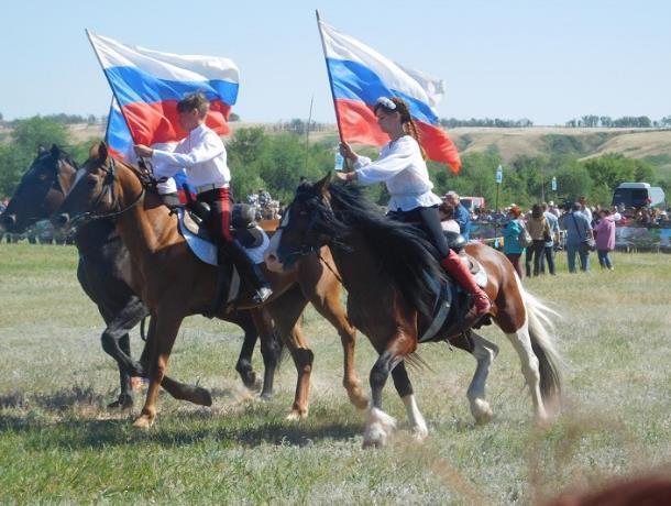 Кадеты из Морозовска побывали на фестивале русской и казачьей культуры «Раздолье» в Суровикино