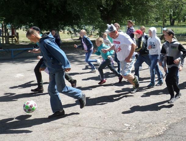 Яркий и солнечный праздник подготовили для детей в Доме культуры хутора Грузинов