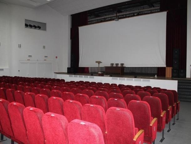 Причины отсутствия ряда кассовых фильмов и способы меньше платить за сеансы сообщили в кинотеатре Морозовска