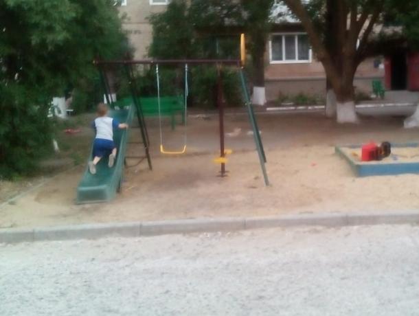 Наша власть ждёт, когда кого-нибудь собьют, - морозовчанка о детской площадке у самой дороги