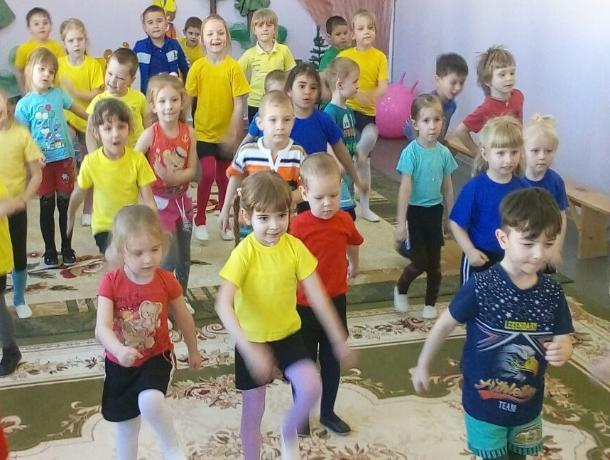 «В здоровом теле- здоровый дух!»: малыши филиала детского сада «Ромашка» повеселились на спортивном празднике