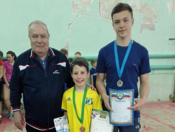 Два теннисиста из Морозовска вернулись из Белой Калитвы с призами и подарками