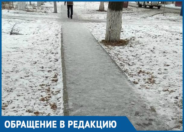 Неужели нельзя хотя бы песком посыпать, - морозовчанка и скользких тротуарах