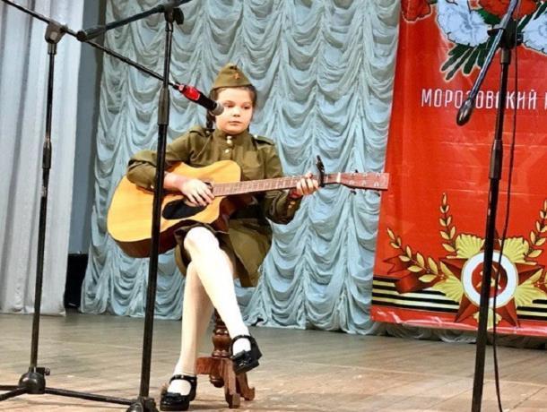 17 учреждений Морозовского района представили талантливые ребята на конкурсе военно-патриотической песни «Гвоздики Отечества»