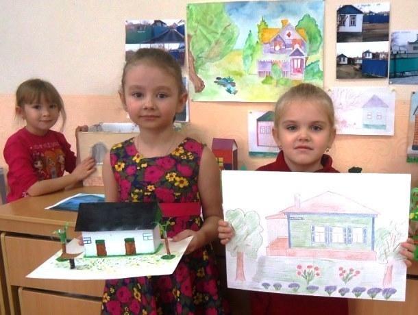 Свои дома представили на выставке «Моя семья, мой город» детсадовцы Морозовска