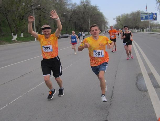 Второе место занял бегун из Морозовского района в большом волгоградском марафоне «Победа»
