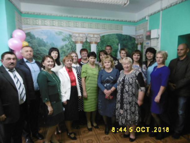 Коллектив Вольно-Донского Дома культуры поздравил педагогов с профессиональным праздником