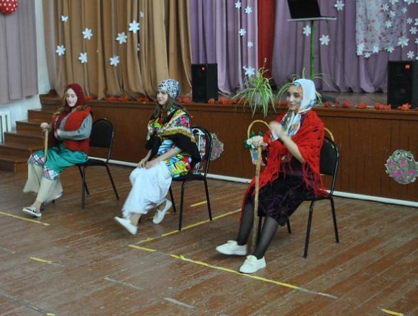 Праздничный концерт «Песня о самой главной» подготовили ко Дню матери в хуторе Вишневка