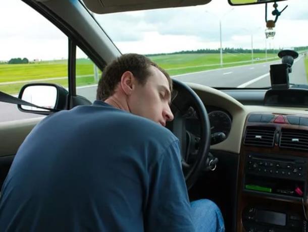 Уставшим водителям рекомендовали обращаться к сотрудникам ГИБДД