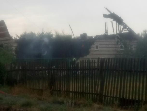 Молния шарахнула по кровле нового дома в Морозовске