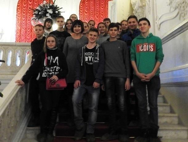 Письмо в редакцию: Учитель истории на три дня отвезла своих учеников из Морозовска на экскурсию в сказочный город