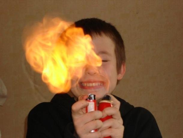 Неизвестные родителям детские шалости с огнем и раскаленными предметами назвал спасатель