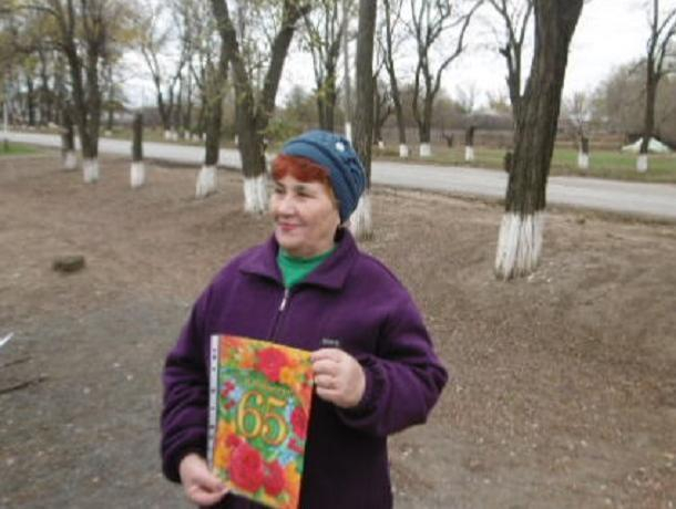 Раису Мохову поздравил с юбилеем  коллектив Вольно-Донского Дома культуры