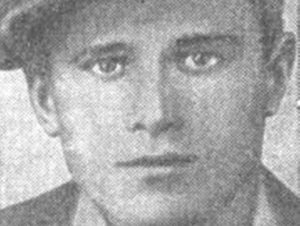 Одна из улиц Морозовска носит имя Героя Советского союза младшего лейтенанта Михаила Котельникова