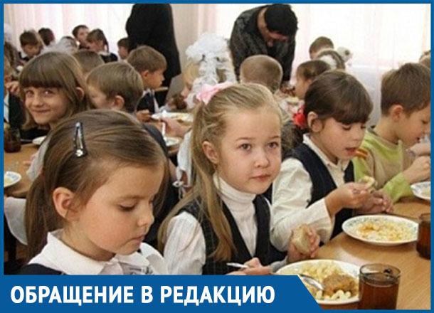 Ребёнок пришёл из школы голодный и сказал что для льготников отменили питание, - морозовчанин