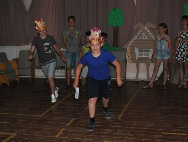 Всех любимых с детства героев вспомнили ребята на сказочном мероприятии в Вишневском сельском клубе