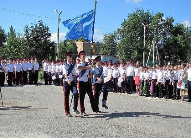 Один из лучших в стране кадетский корпус Морозовска торжественно отметил День знаний