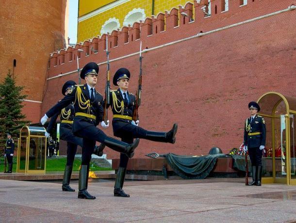 Пятнадцать призывников Ростовской области понесут службу в Президентском полку