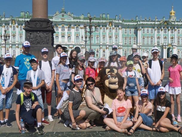 Могилы первого и последнего российских императоров посетила журналист из Морозовска