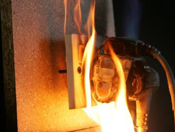 Своевременно менять электропроводку посоветовал начальник пожарно-спасательного гарнизона Морозовска