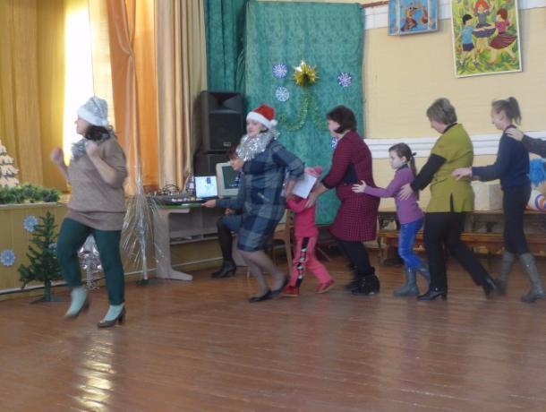 Традиции зимних забав вспомнили в Доме детского творчества Морозовска