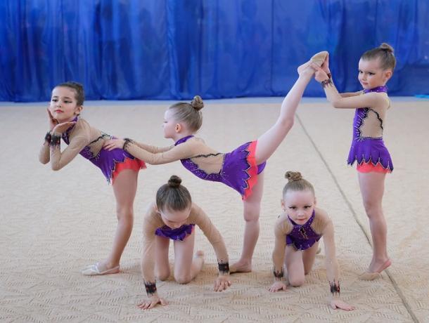 Гармонично и элегантно выступили морозовчанки на областном турнире по художественной гимнастике