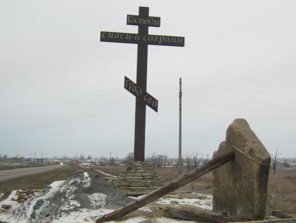Украли бордюры с Поклонного Креста в Морозовске