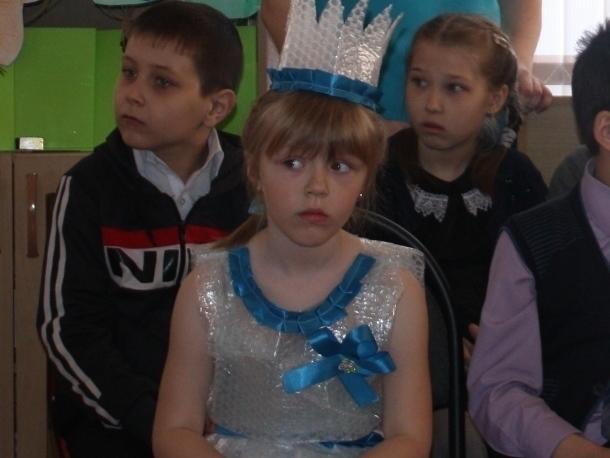 Письмо в редакцию: Платье из упаковочной пленки показала школьница на «Библионочь» в Морозовске