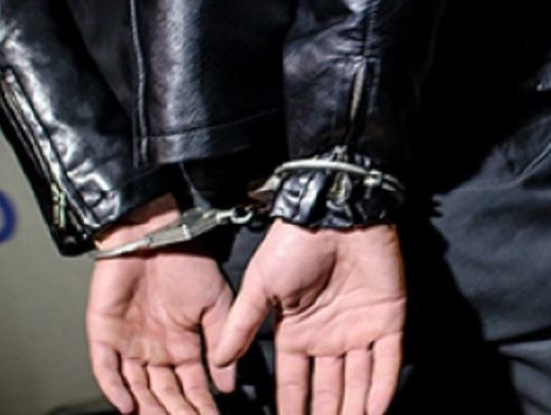 Похитившего мобильный телефон и банковскую карту 30-летнего грабителя поймали в Морозовске