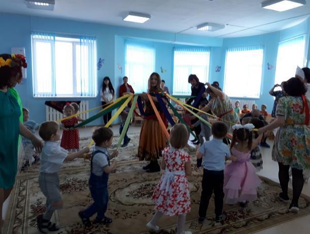 Хороводом, песнями и плясками проводили зиму в морозовском детском саду «Жемчужинка»