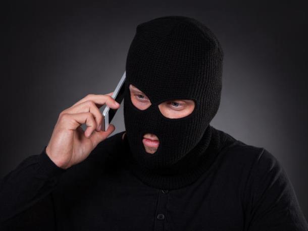 Мобильный мошенник представился попавшим в беду другом морозовчанина и выпросил у него 30 000 рублей