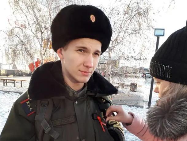 Акцию #СТОПВИЧСПИД с раздачей красных лент провели в Морозовске