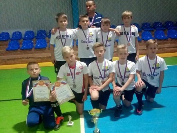 Третье место из шести команд в ежегодном турнире по мини-футболу занял ФК «Каменка» из Морозовска