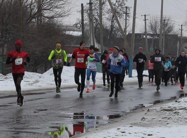 Спортсмены от 9 лет из нескольких областей приняли участие в первом весеннем пробеге Морозовского района