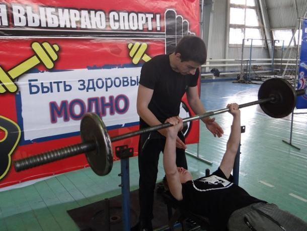 Более 50 спортсменов приняли участие в первенстве Морозовского района по русскому жиму