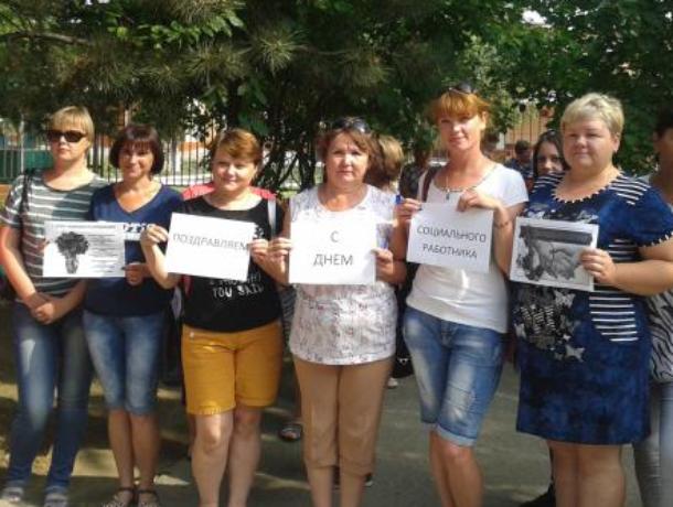 Видеопоздравление для коллег записали соцработники Морозовского района