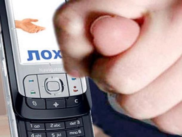 Хитро, но не очень умно: в Ростове работник салон связи раздавал телефоны в подарок с «сюрпризом»