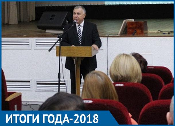 Глава Морозовского района сажал деревья, получал предписания от прокуратуры и уделял большое внимание водоснабжению: итоги 2018 года
