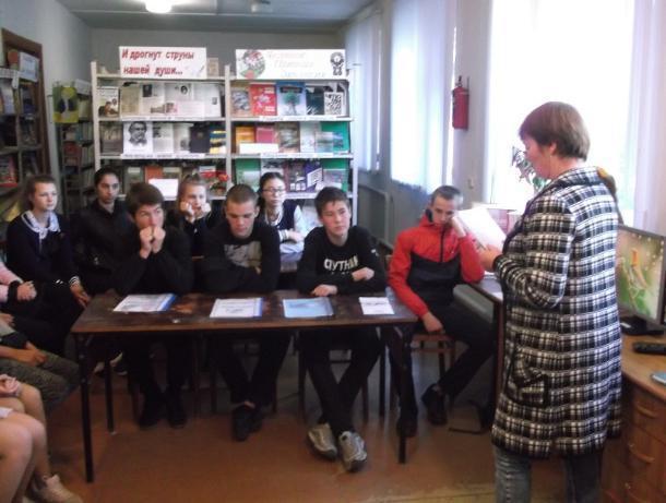 Старшеклассники Старо-Петровской школы познакомились с профессией библиотекаря